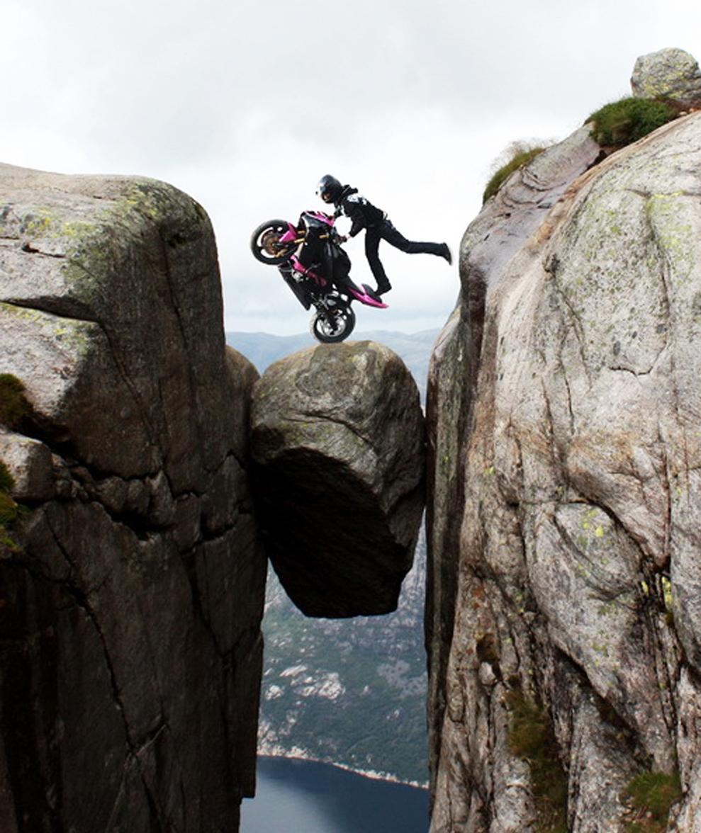 Red_Kjeragbolten-Norway-bike