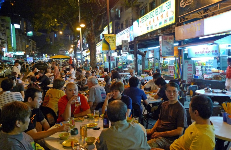 People at Jalan Alor market