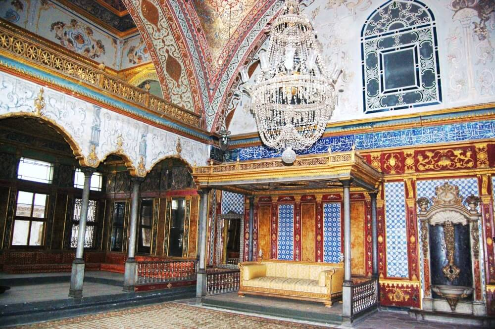 Topkapi_Palace_Istanbul_-_Imperial_Hall-1