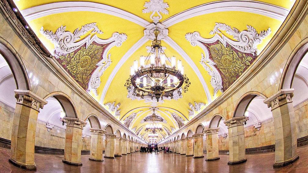 Komsomolskaya-Metro-station-in-Moscow