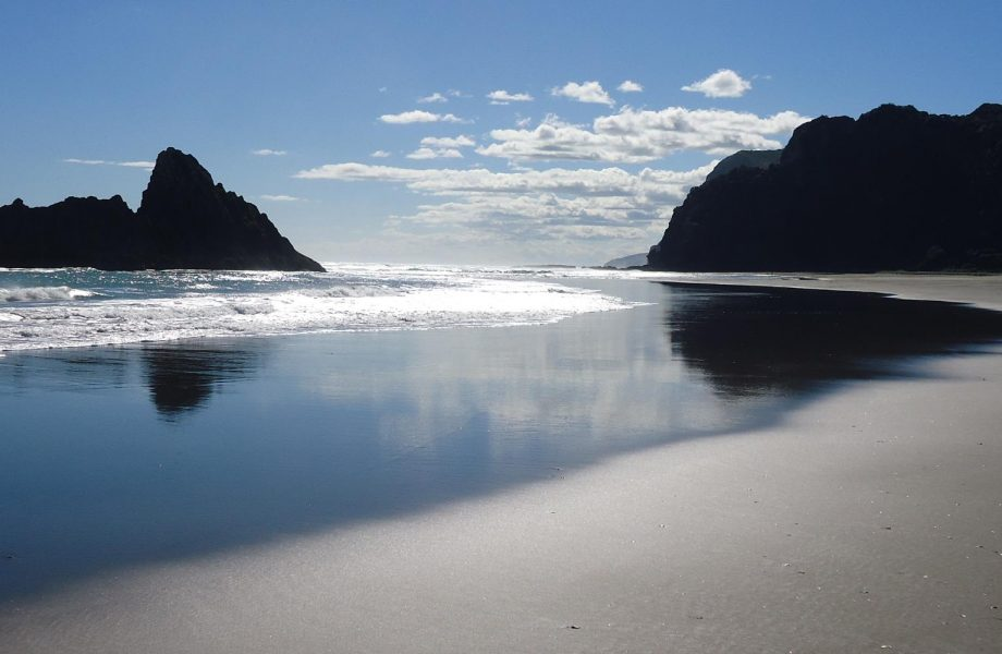 Karekare-beach-new-zealand