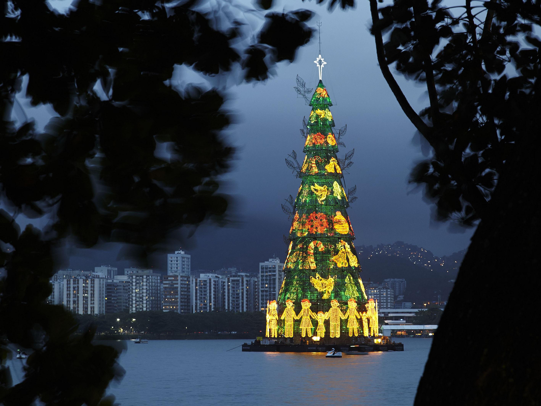 Rio-de-janeiro-christmas-tree-brazil