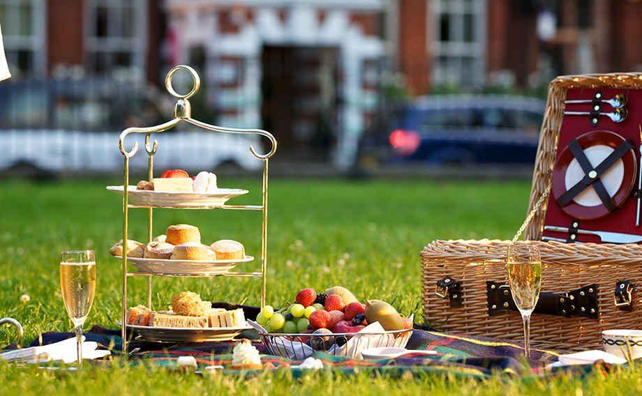 picnic-at-kensington-gardens