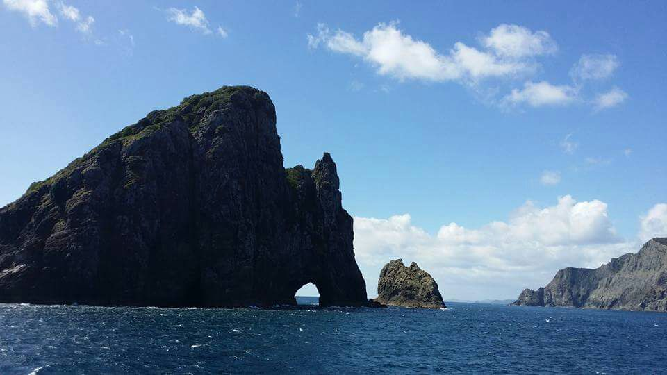 Paihia-hole-in-the-rock-New-Zealand