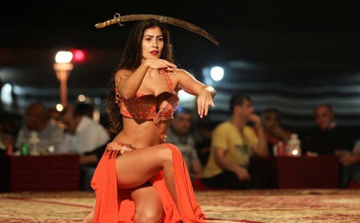 Belly dance in Dubai Desert