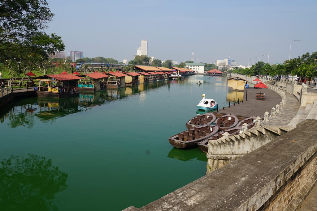 The view of the Floating Market ( Things to do in Moratuwa)