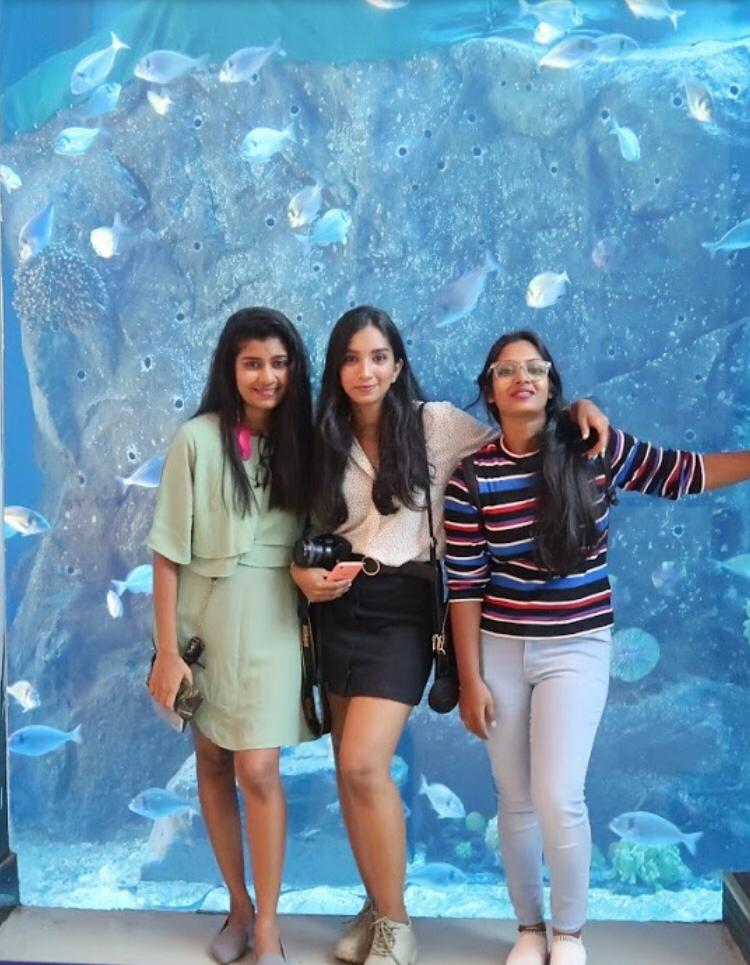 A group of friends at the Dubai aquarium