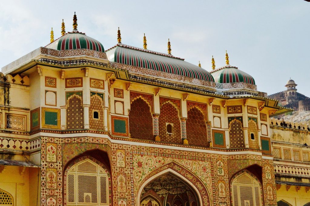 the majestic entrance of the Amer fort
