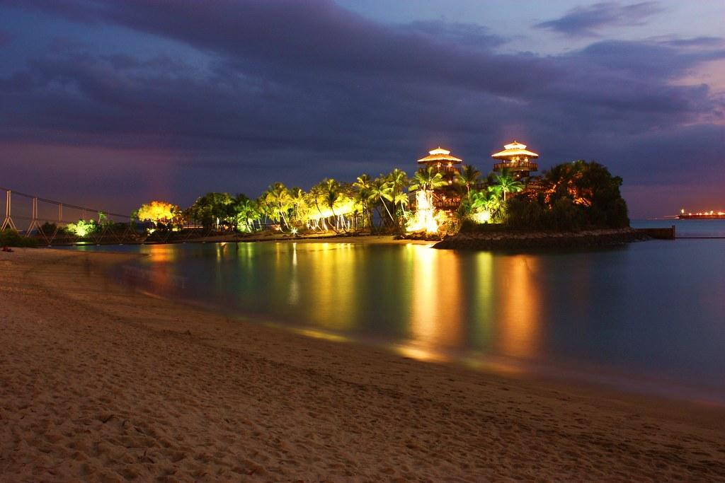 Night lights of Palawan Beach