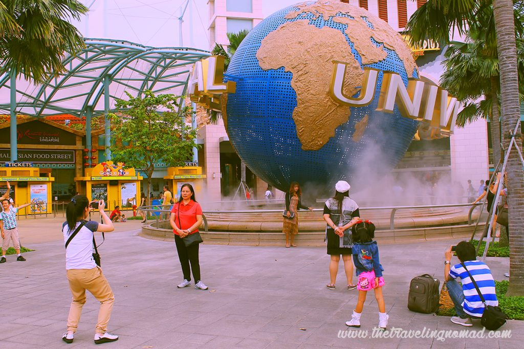 Tourists at Universal Studio entrance