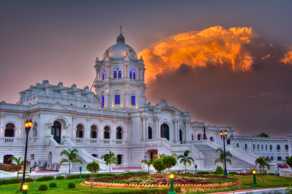 A breathtaking picture of Ujjayanta Palace
