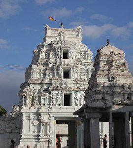 An amazing picture of a temple in Hospet