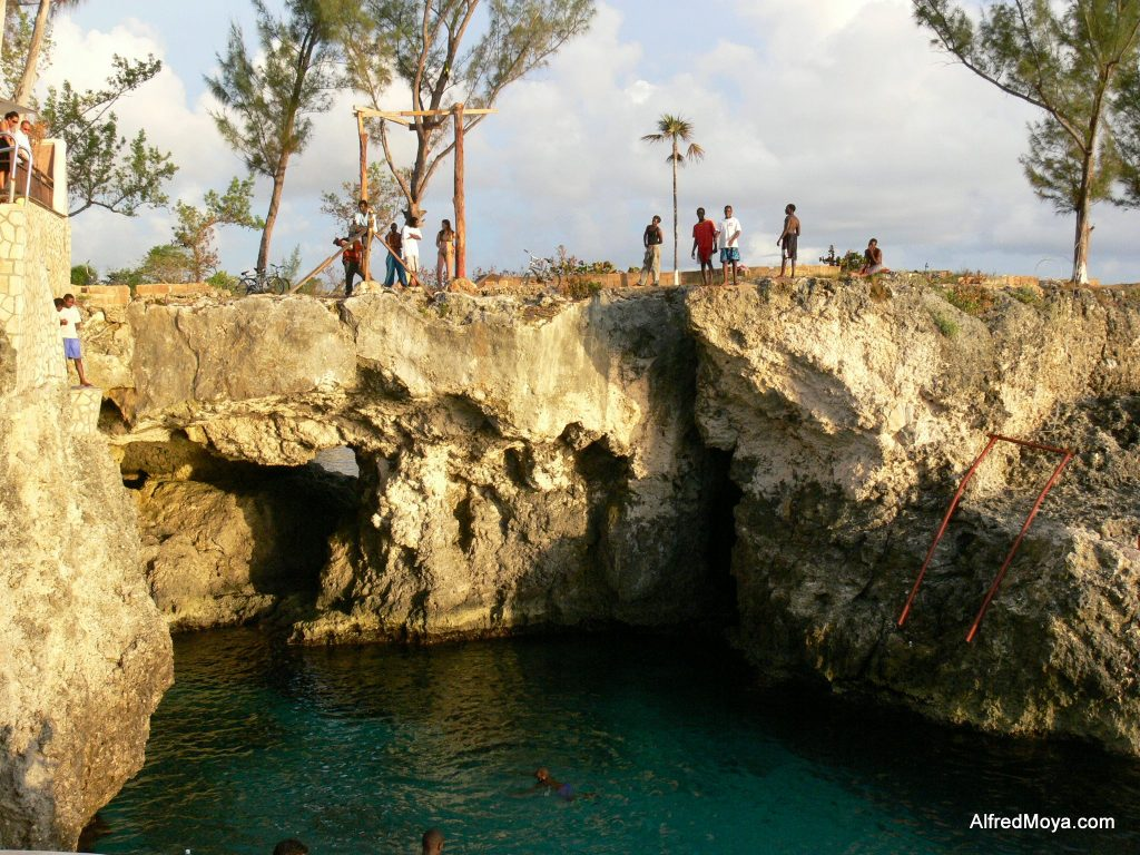 CLIFF DIVING in NEGRIL