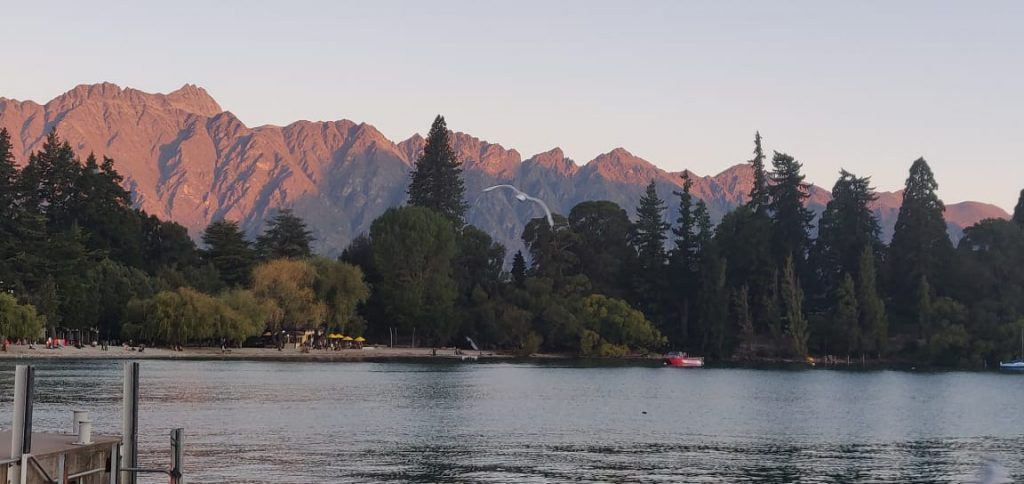 A picture of the beautiful mountains in New Zealand