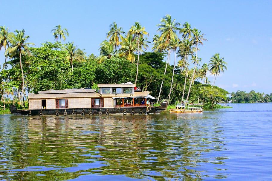A beautiful view of a lake in Kumarakom