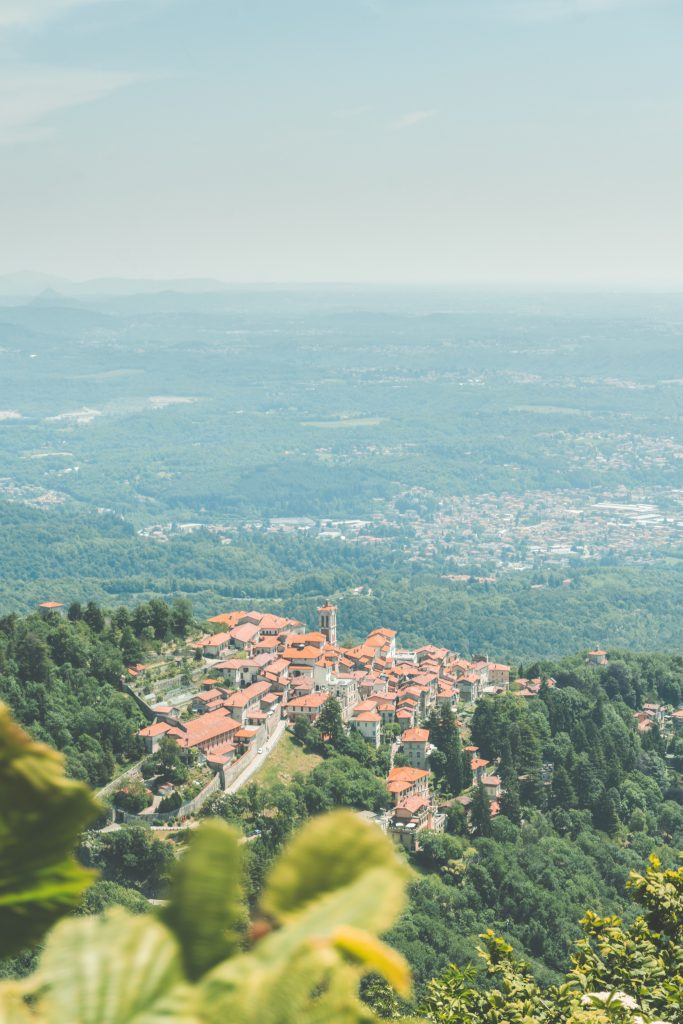 An amazing picture of the city of Varese surrounded by nature