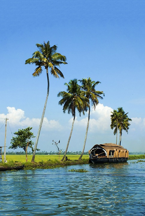 Cochin to Alleppey luxury boats