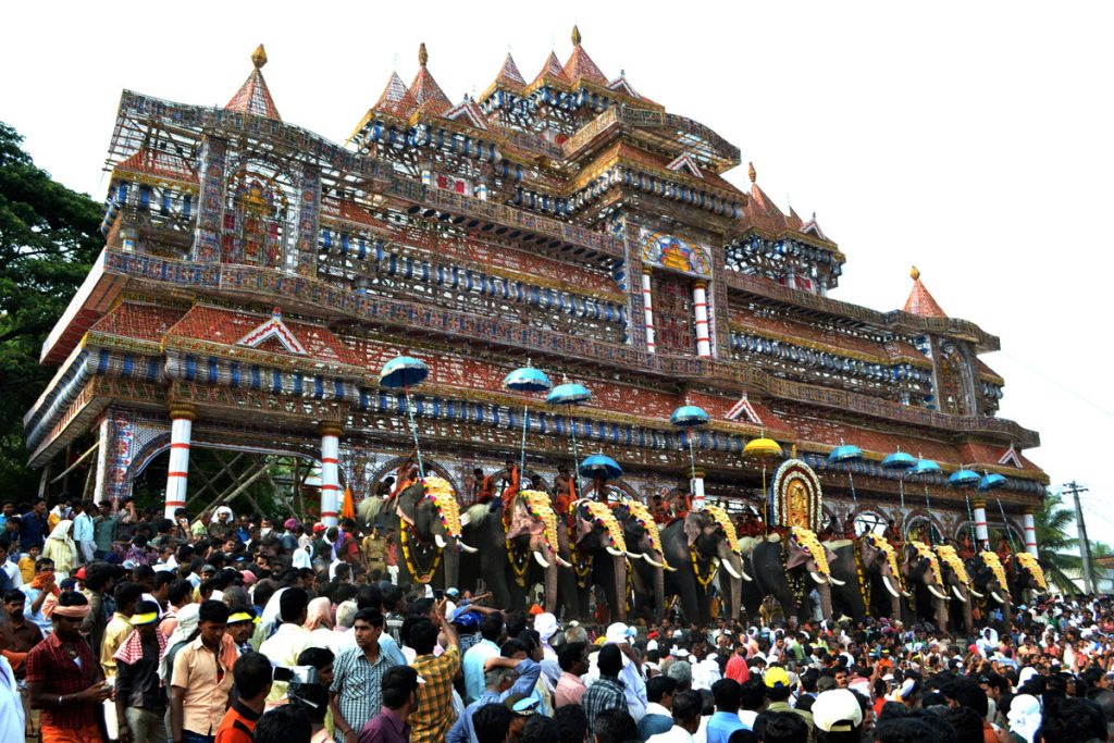 A picture that shows the celebration of Nenmara Vallangi Vela