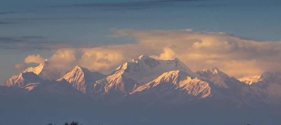 snow capped mountains of darjeeling