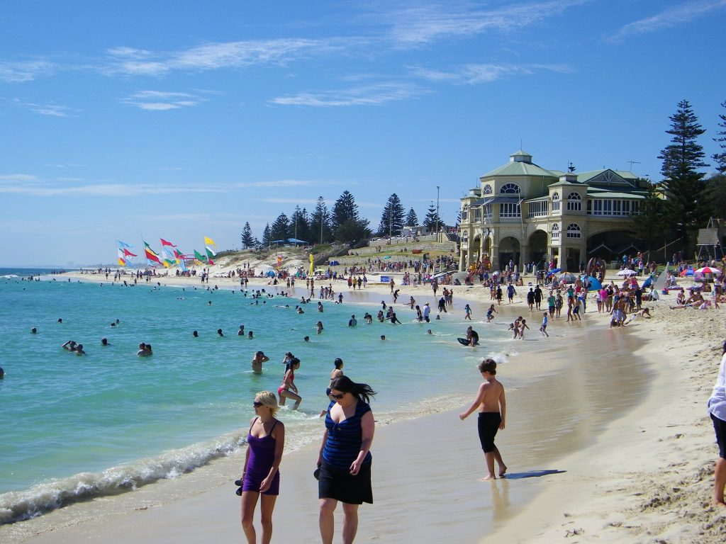 The crowded sundays at The Cottesloe Beach.