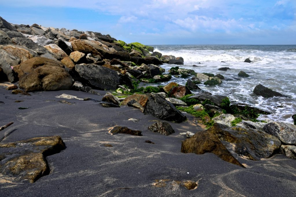 Mayyanad beach is one of the places to visit in Kollam