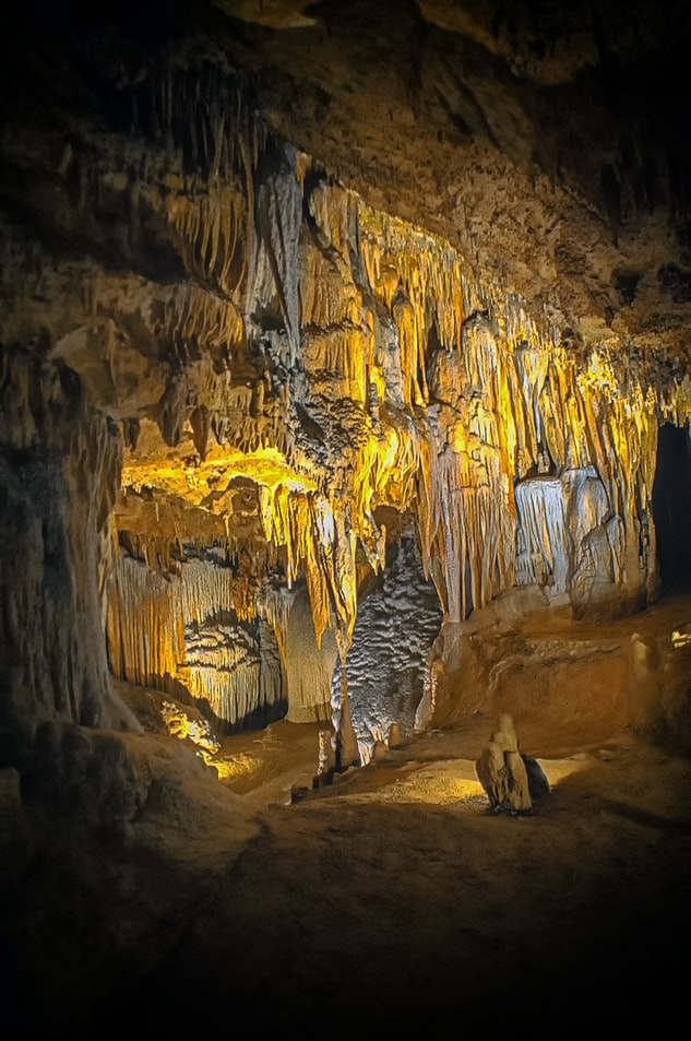 the interior of Senecca caverns
