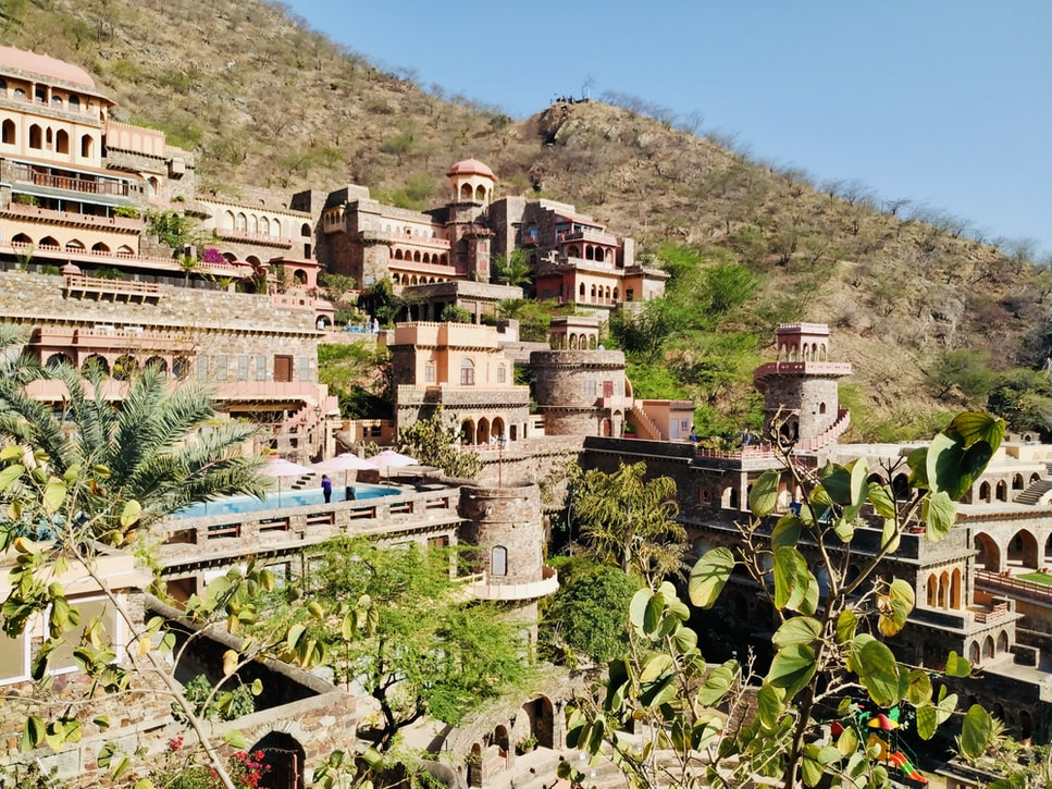 the architecture of Neemrana