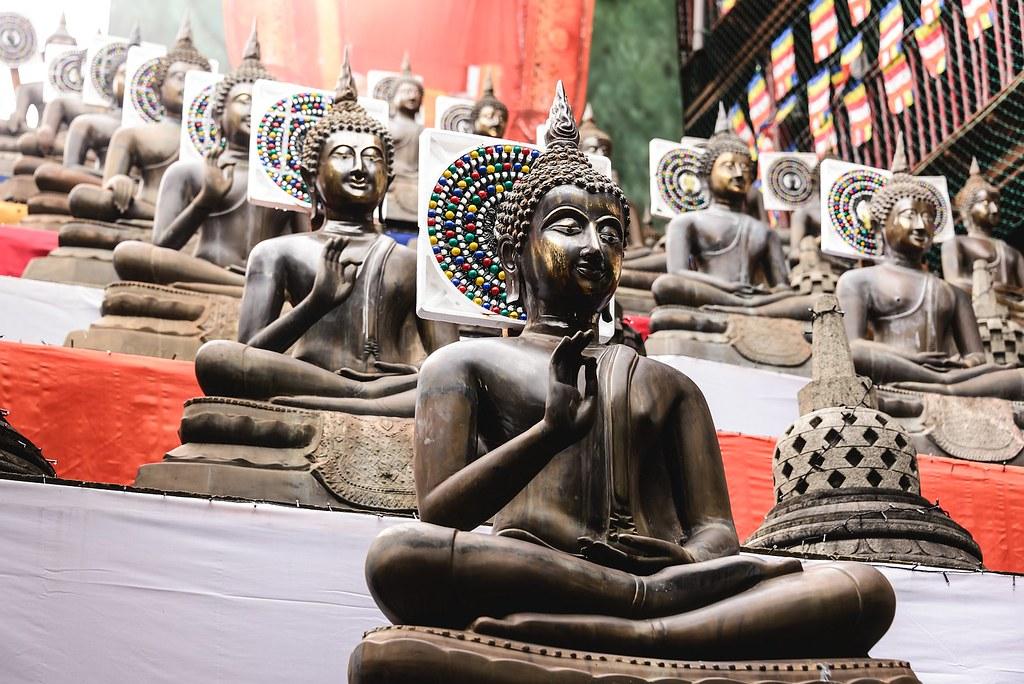 Una bonita hilera de templos de Buda.