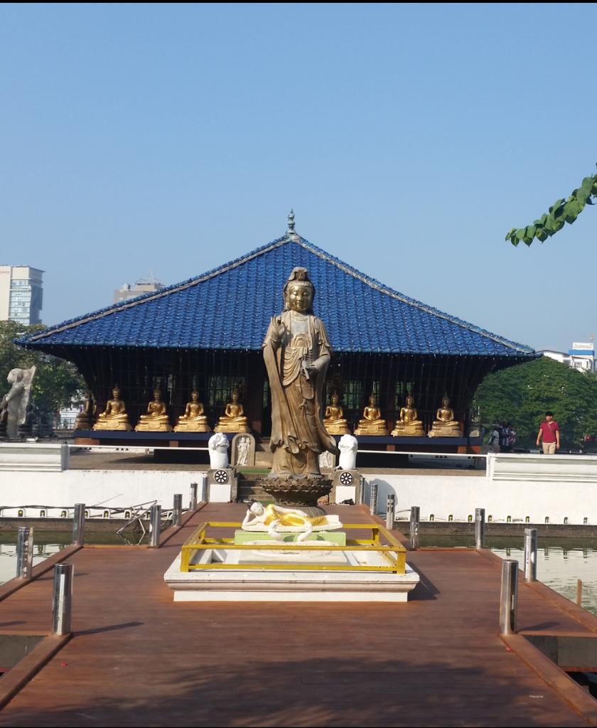 Estatuas en el templo de Gangaramaya