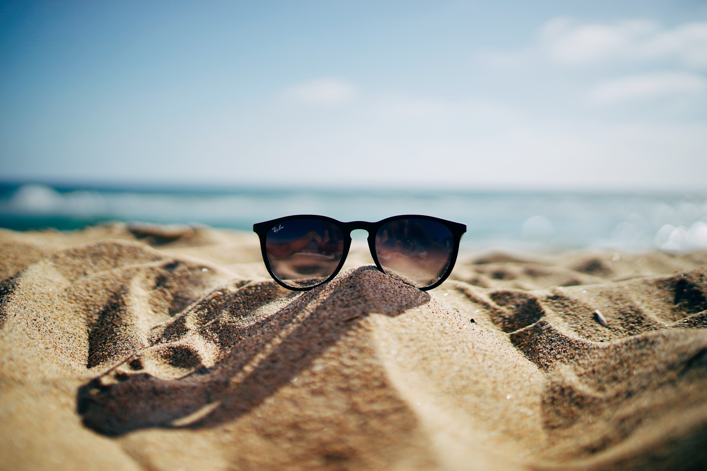 The pic shows a beautiful beach scene