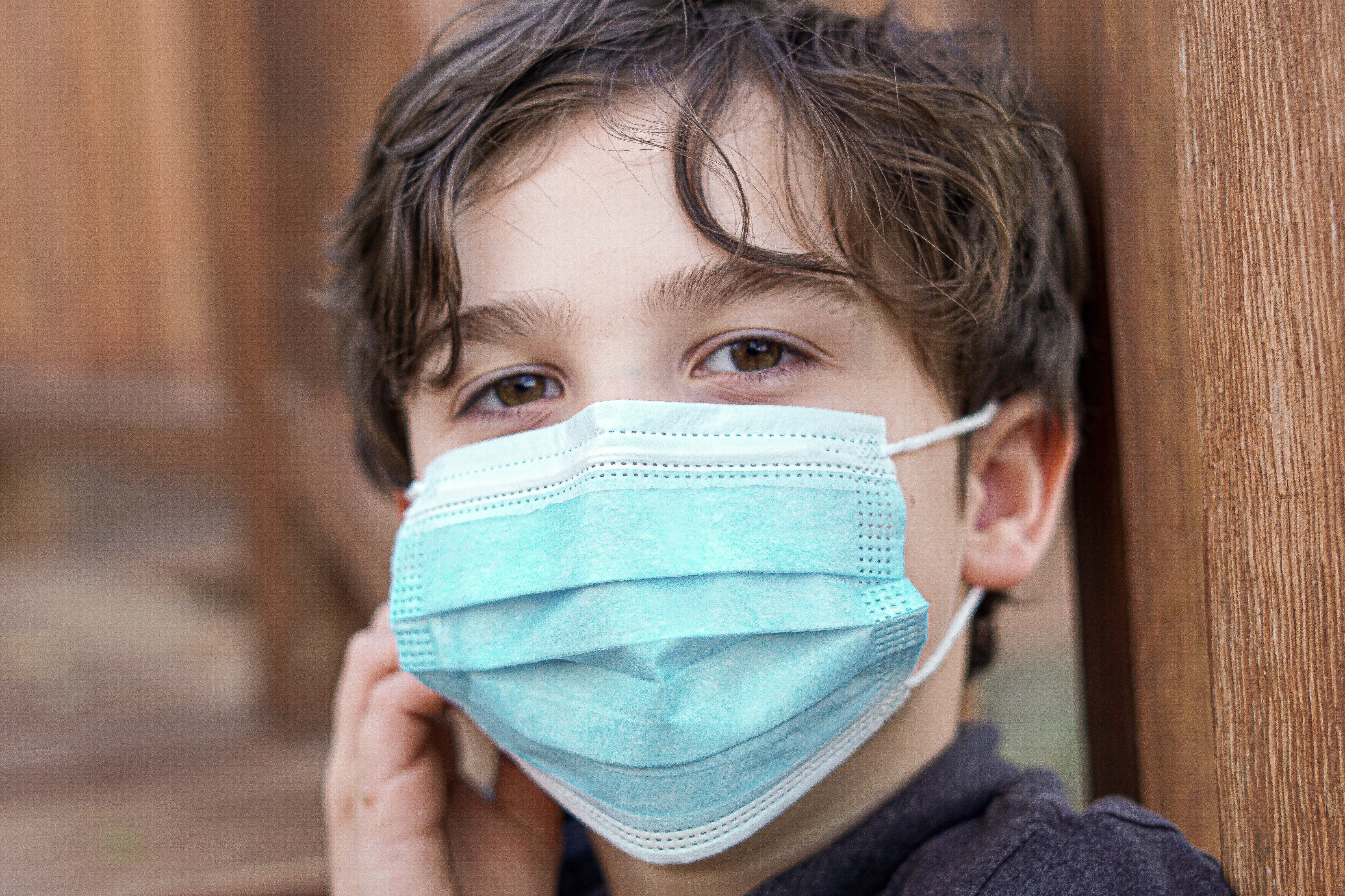 A kid with mask