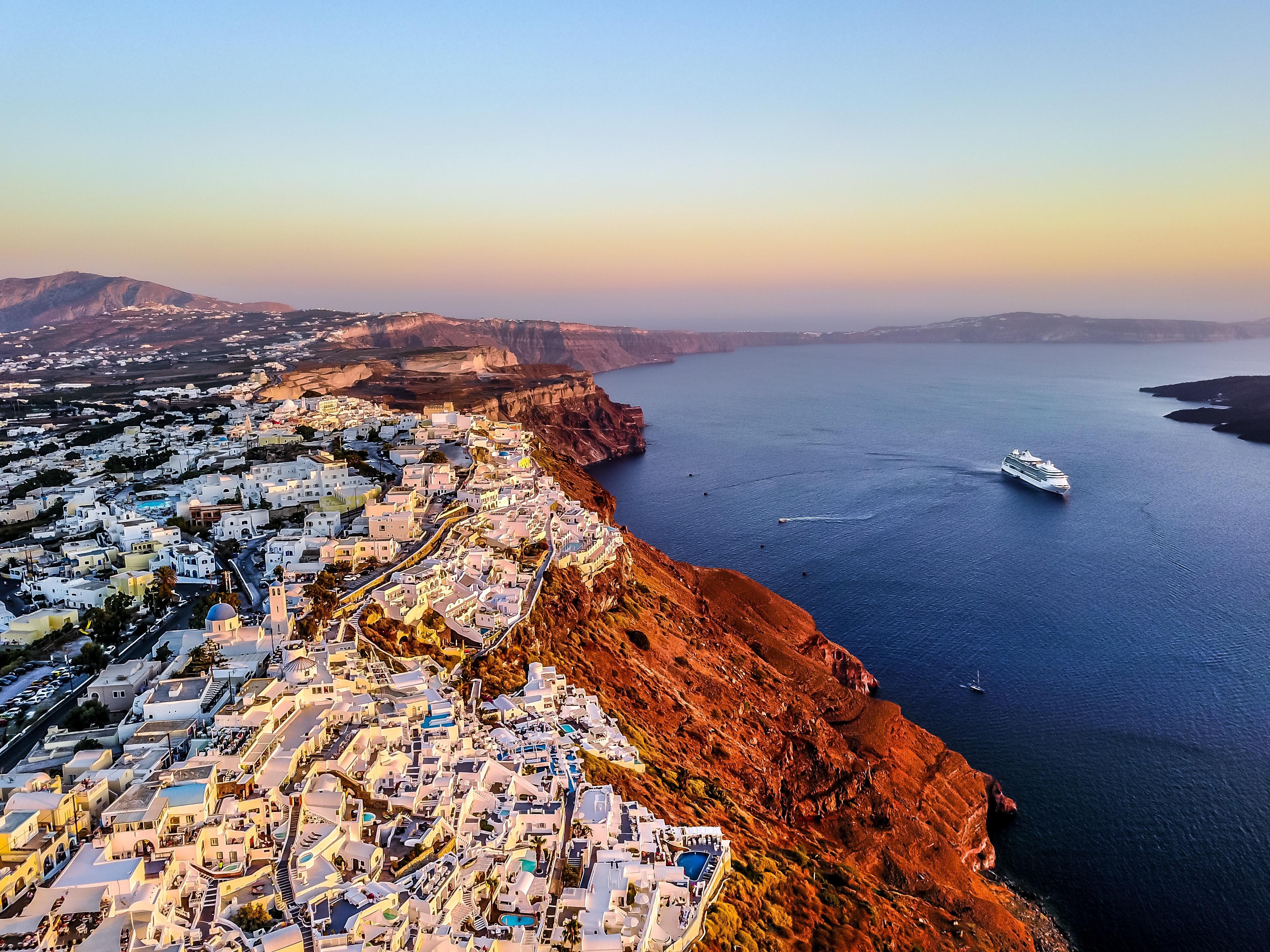 Santorini, luna de miel perfecta en Grecia