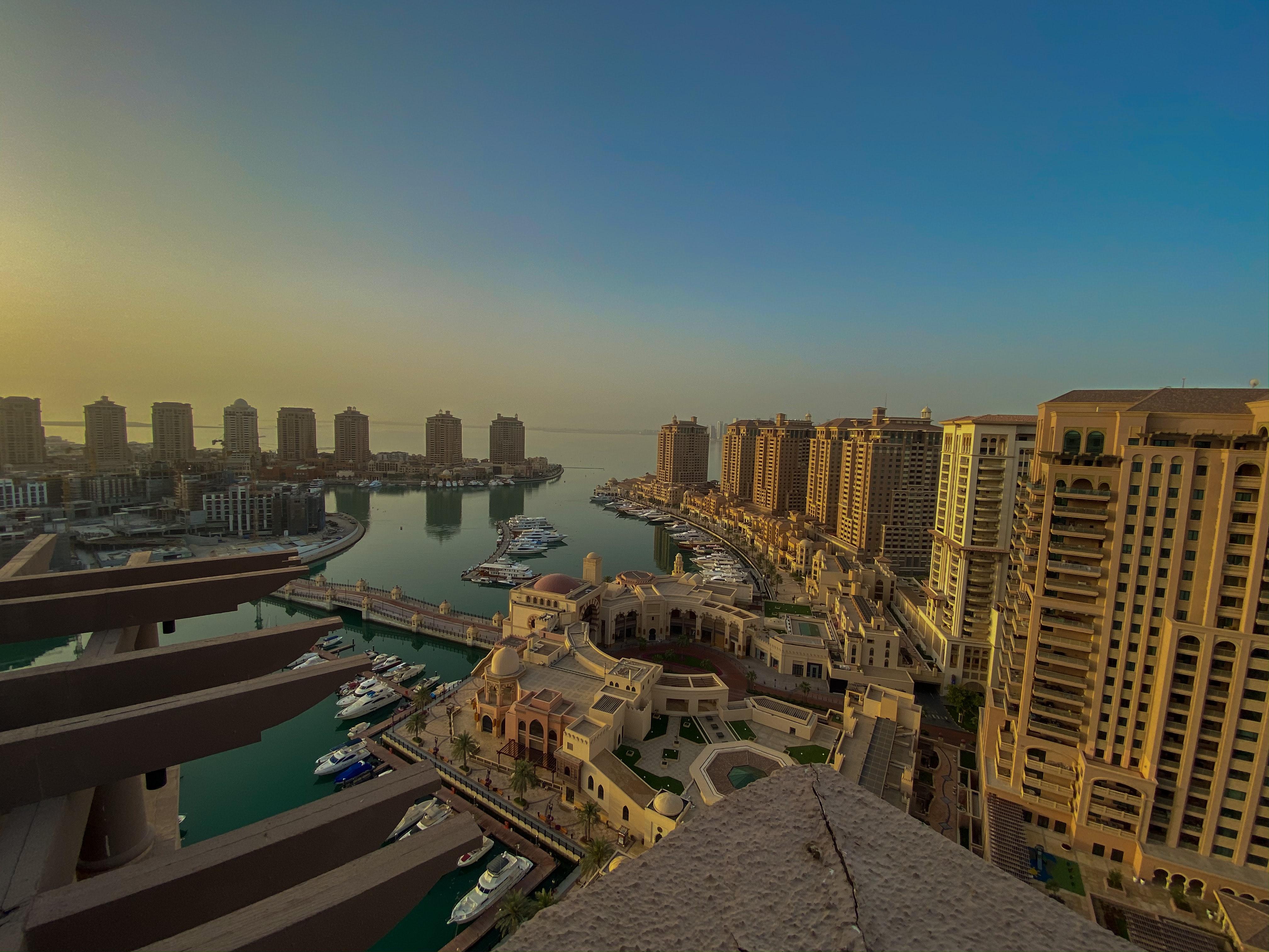 The Pearl - Qatar, Dubai vs Qatar