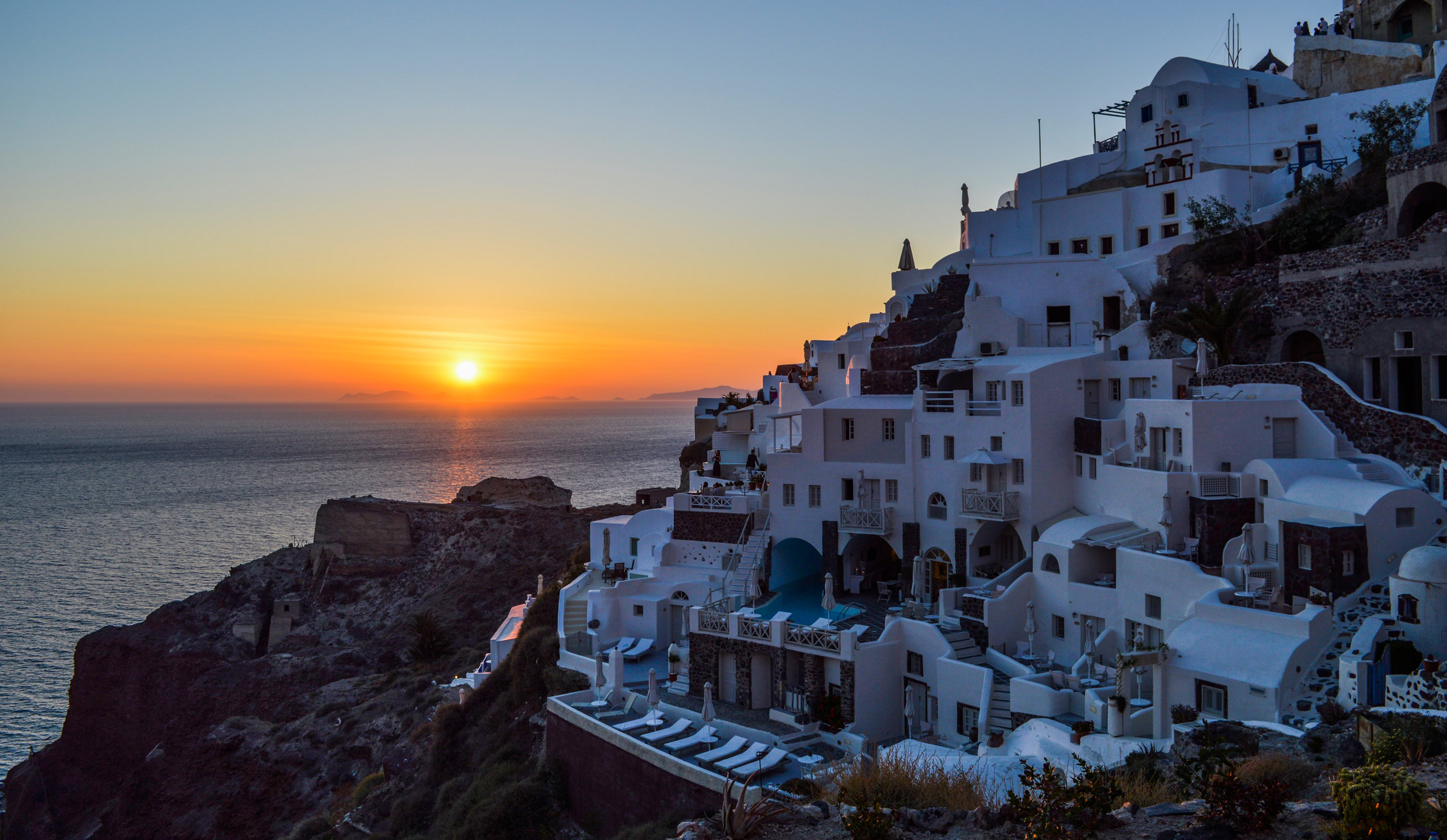 Watch a sunset in Santorini, Greece, Romantic Things to do in Europe