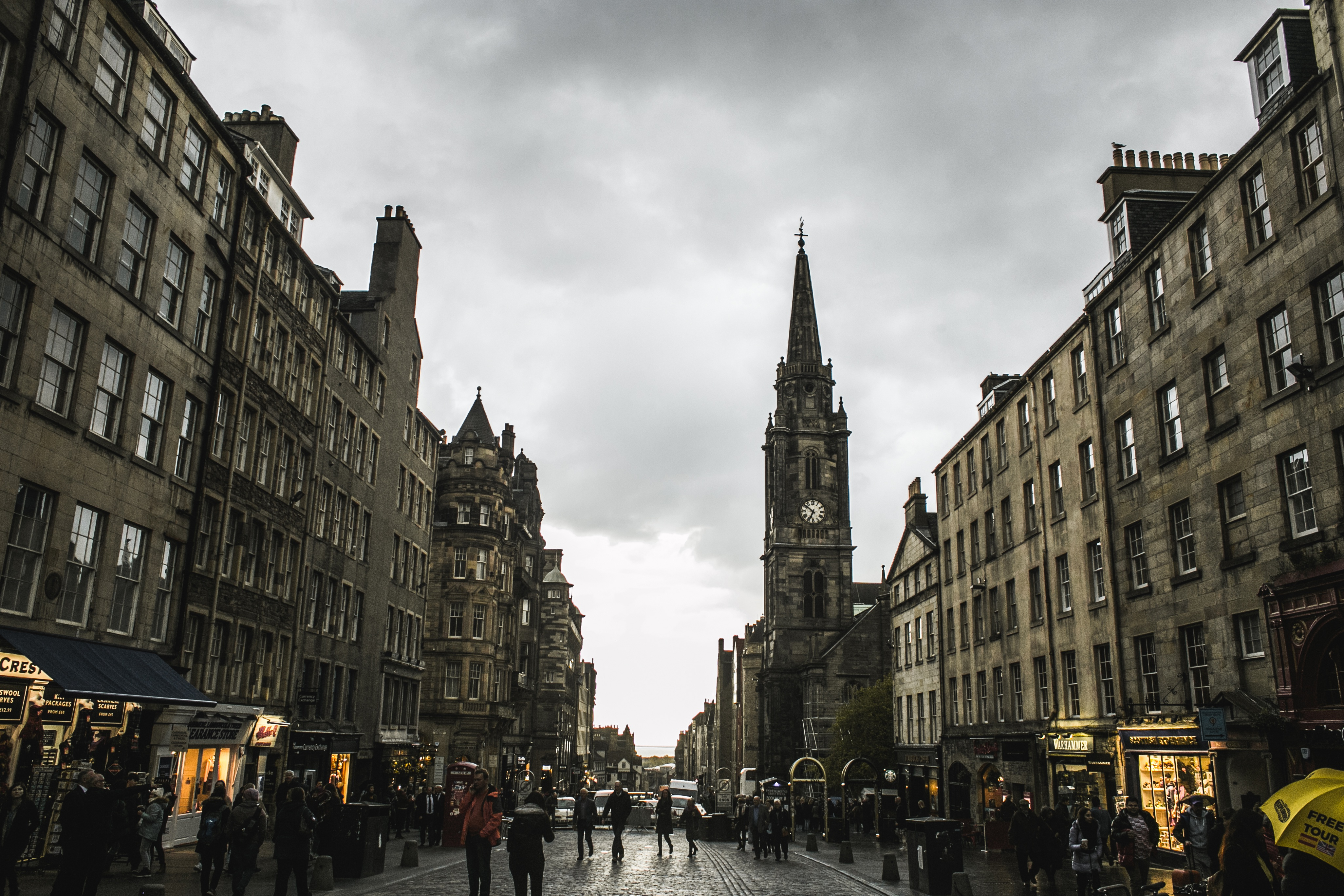 Explore the street of Royal Mile, things to do in Edinburgh
