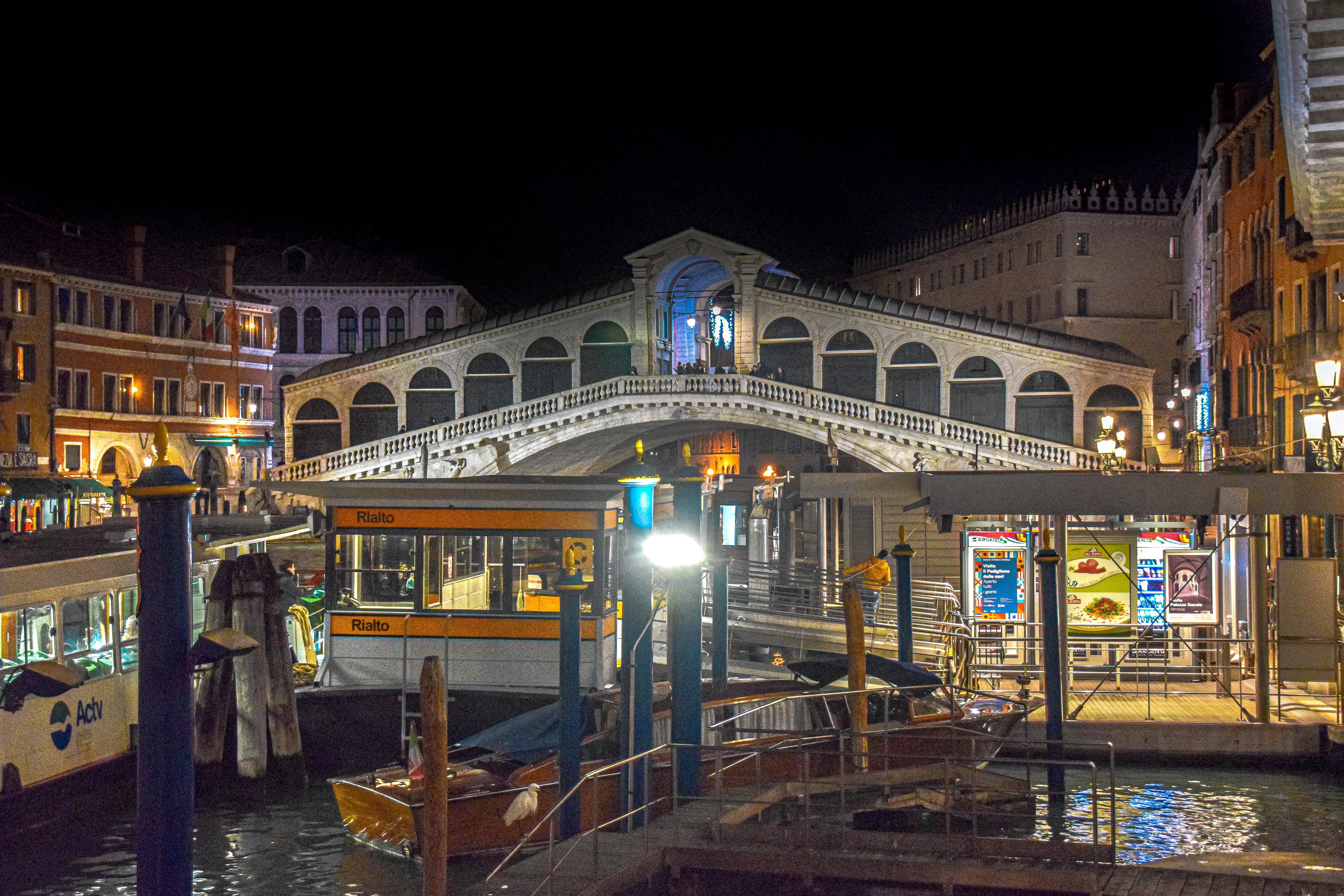 5 things to do on Rialto bridge