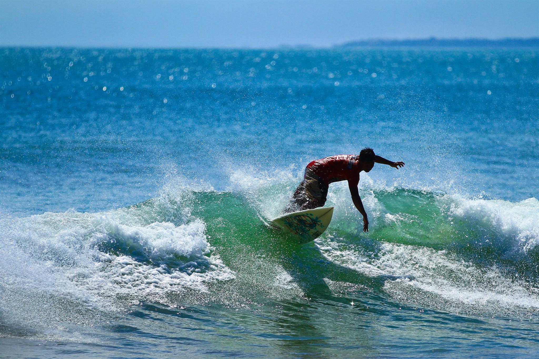 Kuta_Indonesia_Surfer