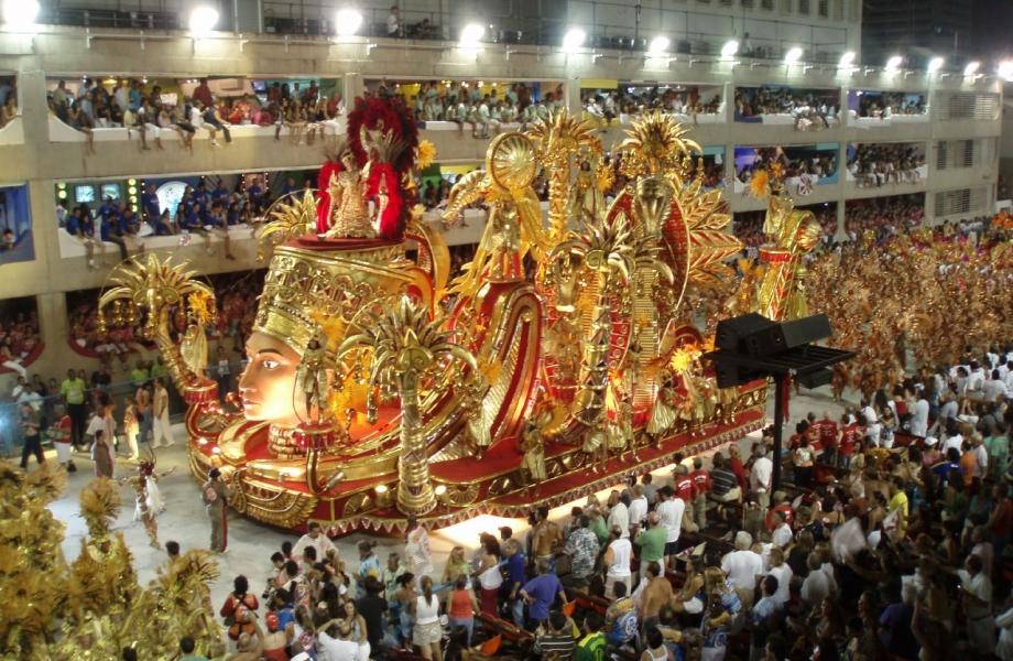brazil-rio-carnival-float-gold-red