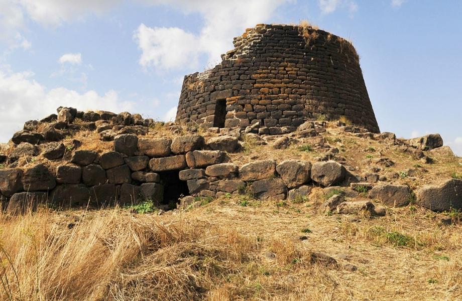 1400-poi-sardinia-nuraghi-beehives-bronze-age-house.imgcache.rev1393624234693.web