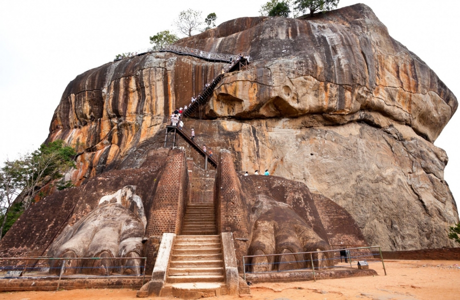 Sigiriya-Ruins-of-the-Lion-Mouth-entrance
