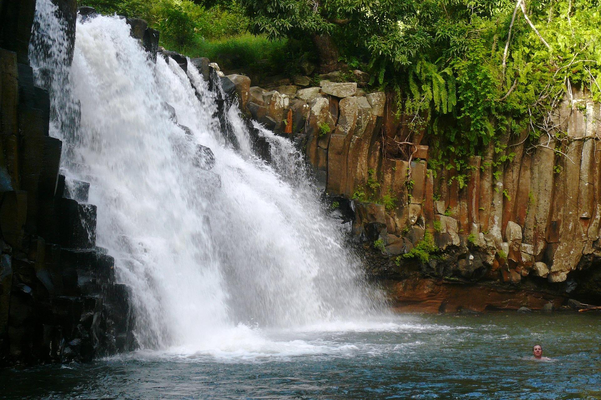 waterfall-1341161_1920