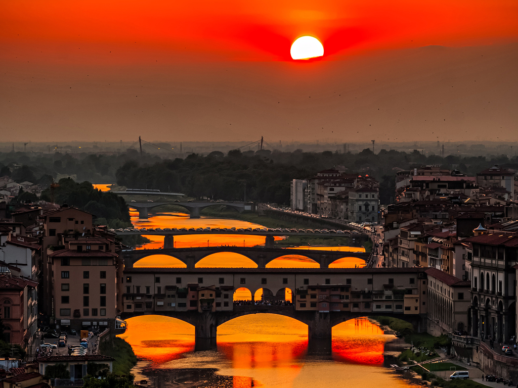 Sunset over the river Arno