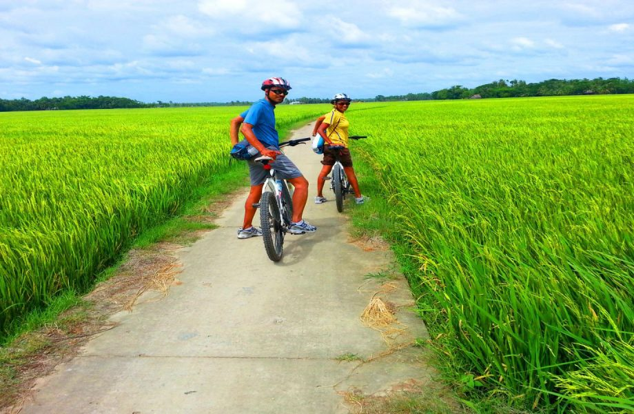 cycling-at-tam-coc-countryside