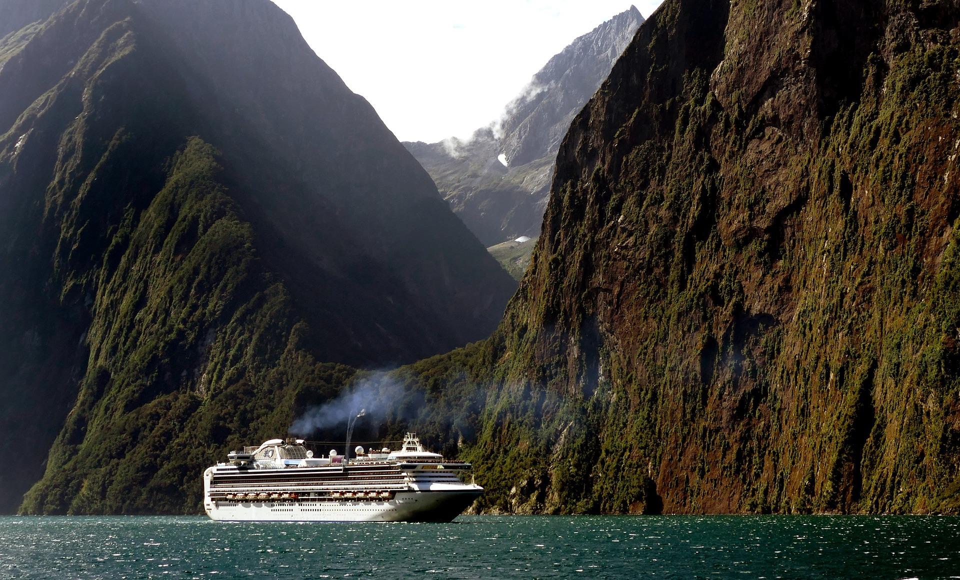 cruise-ship-1775445_1920