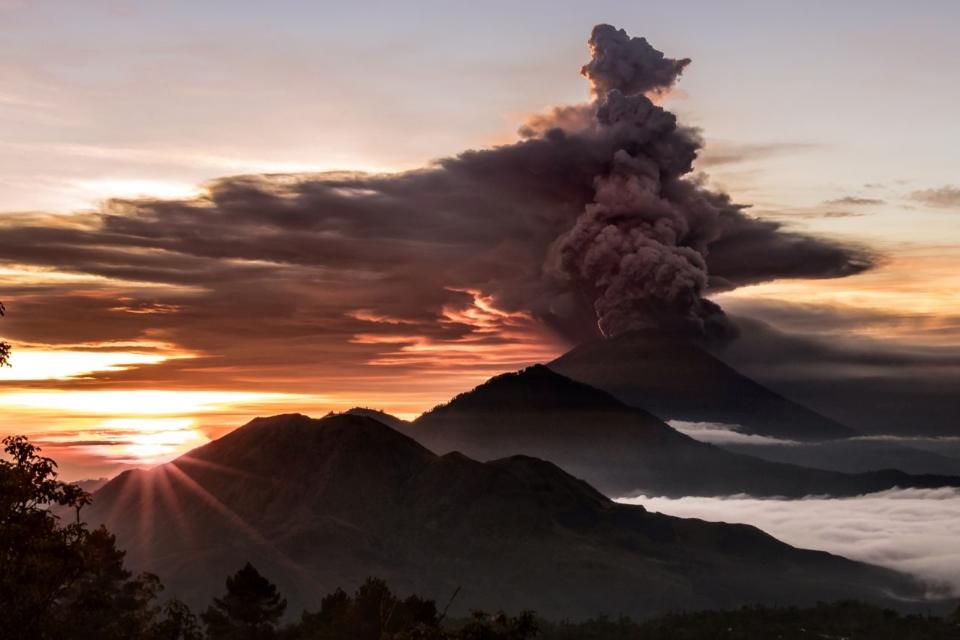Mount Agung spewing smoke