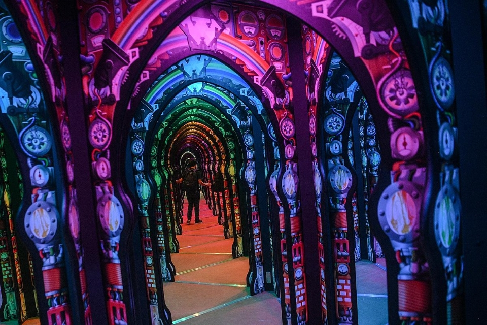 Mirror maze built by Adrian Fisher