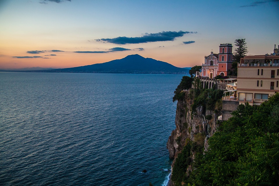 amalfi coast,italy beach holidays