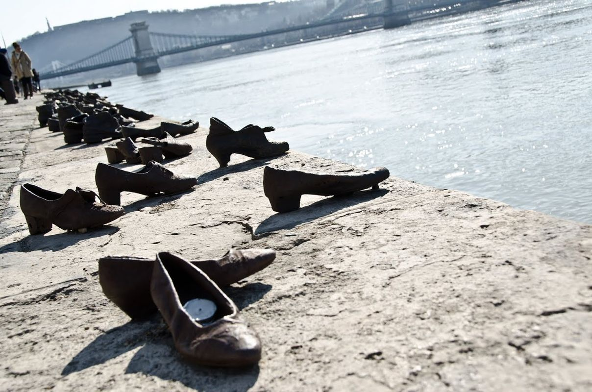 Jewish shoe memorial,offbeat things to do in Budapest