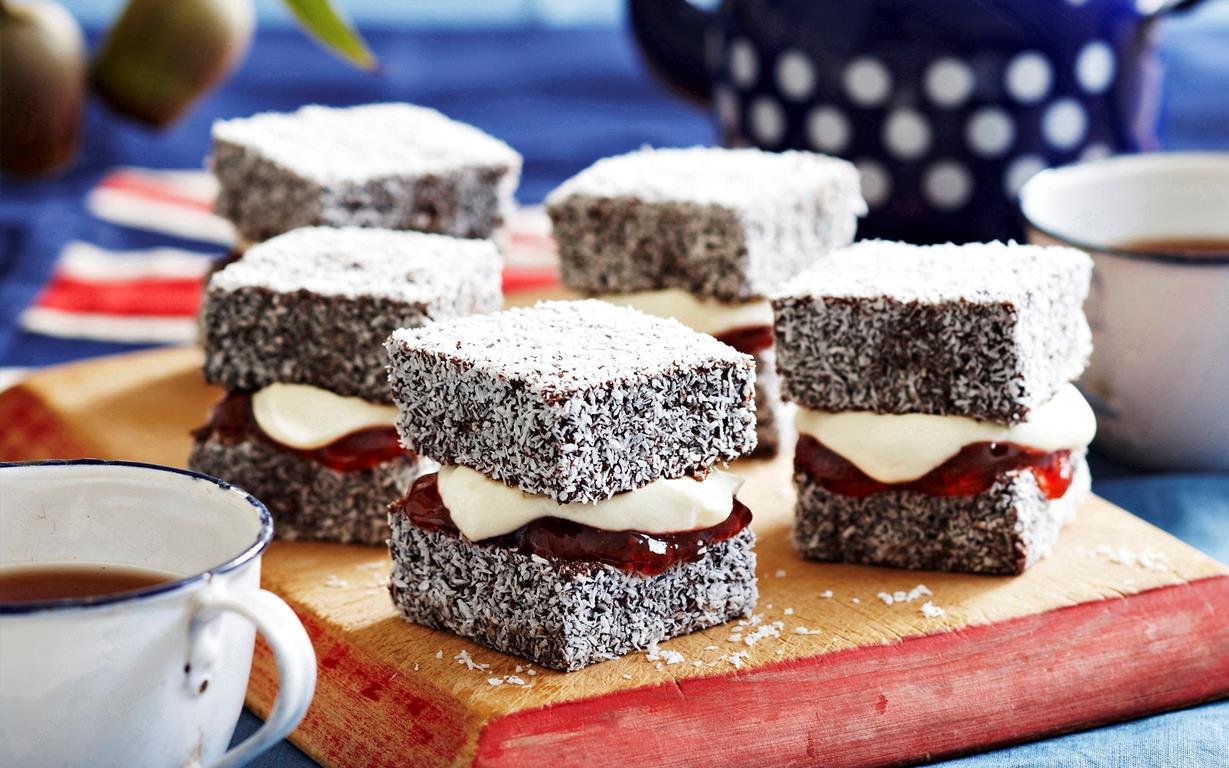 Lamingtons,must eats in Australia