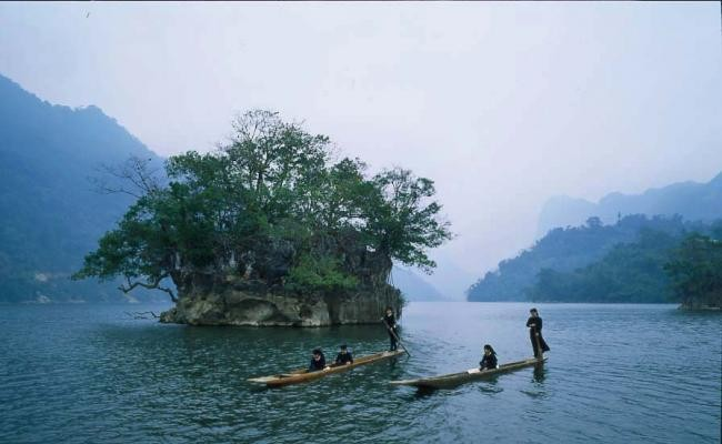 ba be lake: places to visit near hanoi